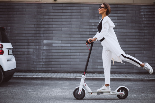 https://podoleanu-paun.ro/wp-content/uploads/2020/10/young-woman-dressed-white-riding-scooter_1303-15772.jpg