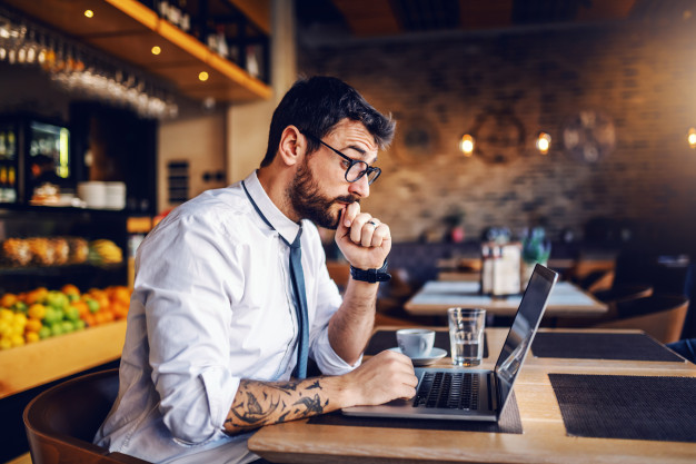 https://podoleanu-paun.ro/wp-content/uploads/2020/11/young-focused-caucasian-bearded-businessman-with-tattoo-eyeglasses-shirt-tie-sitting-cafe-reading-important-e-mail-from-client_232070-8698.jpg